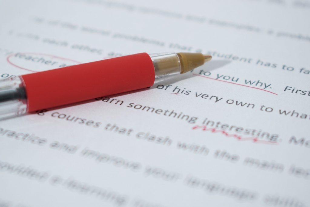 Afbeelding van tekst die wordt gecorrigeerd, ter illustratie