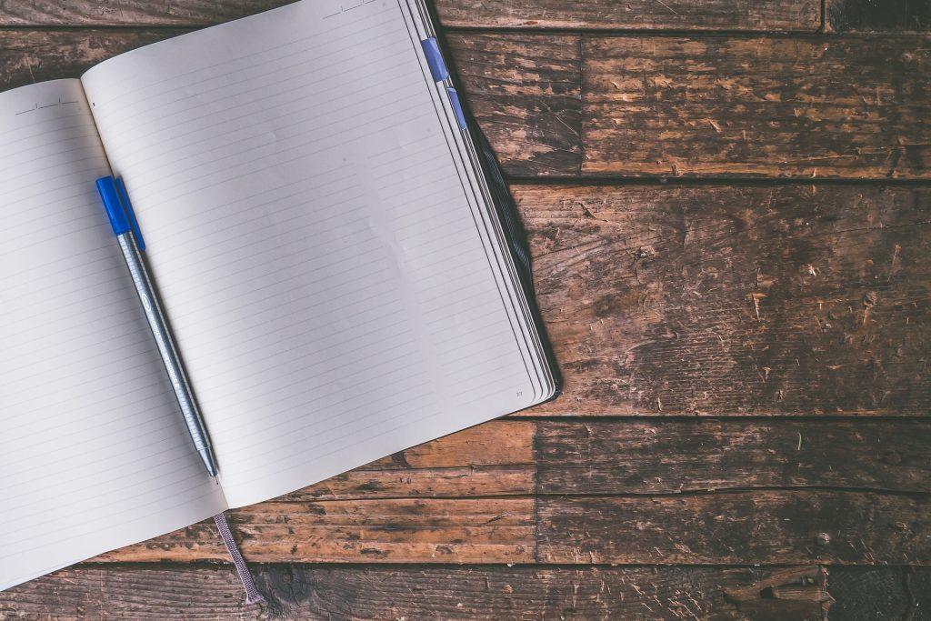 Leeg schrift. Zit je verhaal wel in je hoofd maar krijg je het niet op papier? Laat mij dan jouw teksten schrijven.